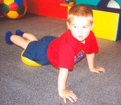 Упражнение с гимнастическим мячом в картинках 1